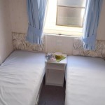 maly-pokoj-delka-posteli-170cm